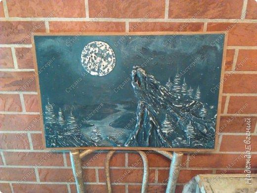Доброго времени суток!!! Вот такую вот картину барельеф сделал сегодня мой замечательный муж... Это скала, волка воющего на луну.  фото 5