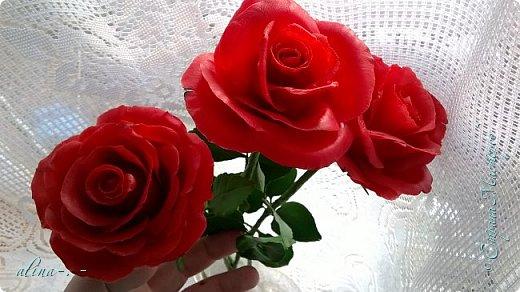 работа №1.спереди. В композицию вошли:розы,фрезия и снежноягодник..Вот такая вот корзинка полностью заполненная цветами. высота:20 см, диаметр:15 см. фото 18