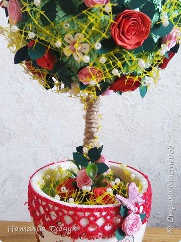 Здравствуйте, дорогие друзья, жители замечательной страны Мастеров!!!! Милые женщины, девушки, девочки!!!!!! От всего сердца хочу поздравить вас с этим прекрасным праздником весны, красоты и любви - с 8-м Марта!!!  Пусть ваша душа до краев наполнится светом, теплом и радостью от искренних пожеланий, нежных цветов, приятных подарков!!! Женщина - это самое прекрасное, что есть в этом мире, поэтому продолжайте и дальше делать его лучшим, принося добро и любовь в этот мир. Побольше улыбайтесь, ведь тем самым вы поднимаете настроение всем вокруг. Будьте всегда счастливыми, довольными, успешными, а главное - любимыми.  К этому чудесному празднику подготовила вот такие подарки!!! Решила сделать топиарии, чтобы они несли счастье и радость в дом!!! Писать много не буду.  Приятного просмотра!!!   фото 3