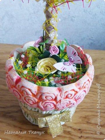 Здравствуйте, дорогие друзья, жители замечательной страны Мастеров!!!! Милые женщины, девушки, девочки!!!!!! От всего сердца хочу поздравить вас с этим прекрасным праздником весны, красоты и любви - с 8-м Марта!!!  Пусть ваша душа до краев наполнится светом, теплом и радостью от искренних пожеланий, нежных цветов, приятных подарков!!! Женщина - это самое прекрасное, что есть в этом мире, поэтому продолжайте и дальше делать его лучшим, принося добро и любовь в этот мир. Побольше улыбайтесь, ведь тем самым вы поднимаете настроение всем вокруг. Будьте всегда счастливыми, довольными, успешными, а главное - любимыми.  К этому чудесному празднику подготовила вот такие подарки!!! Решила сделать топиарии, чтобы они несли счастье и радость в дом!!! Писать много не буду.  Приятного просмотра!!!   фото 8