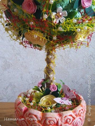 Здравствуйте, дорогие друзья, жители замечательной страны Мастеров!!!! Милые женщины, девушки, девочки!!!!!! От всего сердца хочу поздравить вас с этим прекрасным праздником весны, красоты и любви - с 8-м Марта!!!  Пусть ваша душа до краев наполнится светом, теплом и радостью от искренних пожеланий, нежных цветов, приятных подарков!!! Женщина - это самое прекрасное, что есть в этом мире, поэтому продолжайте и дальше делать его лучшим, принося добро и любовь в этот мир. Побольше улыбайтесь, ведь тем самым вы поднимаете настроение всем вокруг. Будьте всегда счастливыми, довольными, успешными, а главное - любимыми.  К этому чудесному празднику подготовила вот такие подарки!!! Решила сделать топиарии, чтобы они несли счастье и радость в дом!!! Писать много не буду.  Приятного просмотра!!!   фото 7