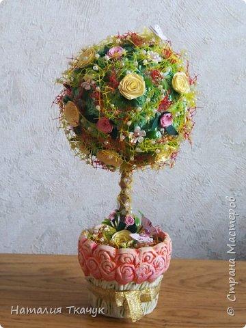 Здравствуйте, дорогие друзья, жители замечательной страны Мастеров!!!! Милые женщины, девушки, девочки!!!!!! От всего сердца хочу поздравить вас с этим прекрасным праздником весны, красоты и любви - с 8-м Марта!!!  Пусть ваша душа до краев наполнится светом, теплом и радостью от искренних пожеланий, нежных цветов, приятных подарков!!! Женщина - это самое прекрасное, что есть в этом мире, поэтому продолжайте и дальше делать его лучшим, принося добро и любовь в этот мир. Побольше улыбайтесь, ведь тем самым вы поднимаете настроение всем вокруг. Будьте всегда счастливыми, довольными, успешными, а главное - любимыми.  К этому чудесному празднику подготовила вот такие подарки!!! Решила сделать топиарии, чтобы они несли счастье и радость в дом!!! Писать много не буду.  Приятного просмотра!!!   фото 5