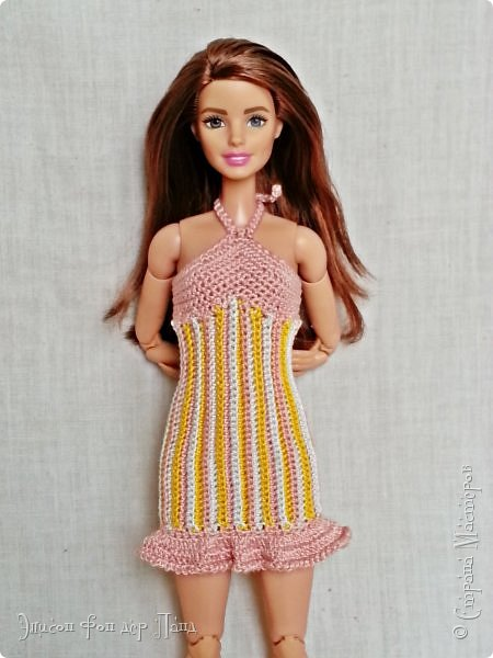 """""""Готовь сани летом"""" - это про нашу Эмму. Она любит всё планировать заранее. Вот и к отпуску она решила приготовиться уже сейчас. А мы ей в этом немного помогли.)))  Эмма собирается посетить небольшой курорт у моря. Для прогулок по городу у нее теперь есть яркое желтое платье-бандо и шляпка. фото 10"""