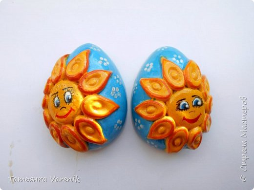 Отличная идея создать такую радость с детишками.  Яйцо из гипса.В качестве формы использовала пластиковые контейнеры от КиндерДжой. фото 6