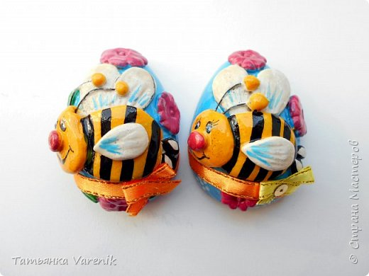 Отличная идея создать такую радость с детишками.  Яйцо из гипса.В качестве формы использовала пластиковые контейнеры от КиндерДжой. фото 7