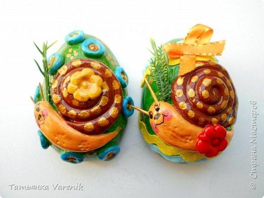 Отличная идея создать такую радость с детишками.  Яйцо из гипса.В качестве формы использовала пластиковые контейнеры от КиндерДжой. фото 9