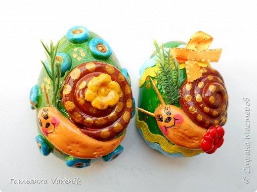 Отличная идея создать такую радость с детишками.  Яйцо из гипса.В качестве формы использовала пластиковые контейнеры от КиндерДжой. фото 10