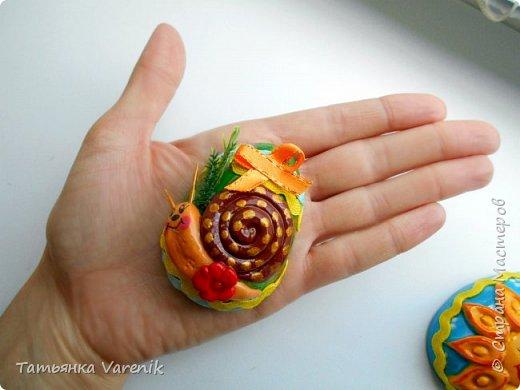 Отличная идея создать такую радость с детишками.  Яйцо из гипса.В качестве формы использовала пластиковые контейнеры от КиндерДжой. фото 11
