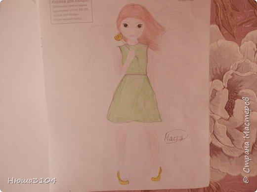 это три диснеевские принцессы . Эльза , Рапунцель ( похожая на скелета ) , Ариэль .  Рисунок не самый лучший . ( фото 3