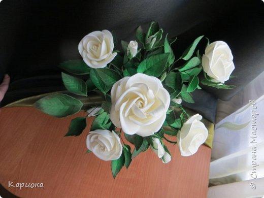 Доброго времени суток СМ! Вот такая роза  получилось на подарок к 8 марта!) У розы 5 цветков, 7 бутонов и 61 листочек. фото 3