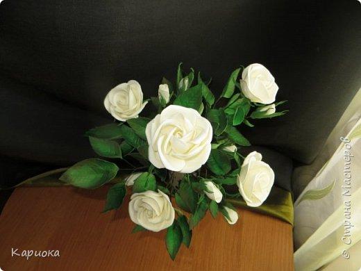 Доброго времени суток СМ! Вот такая роза  получилось на подарок к 8 марта!) У розы 5 цветков, 7 бутонов и 61 листочек. фото 4