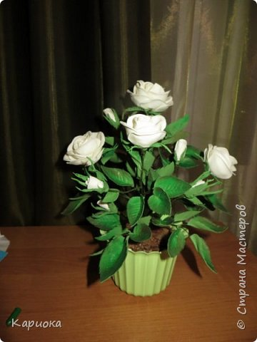 Доброго времени суток СМ! Вот такая роза  получилось на подарок к 8 марта!) У розы 5 цветков, 7 бутонов и 61 листочек. фото 1