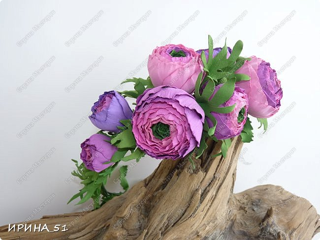 Здравствуйте! Как всегда я с цветами. ))))))   На душу уже весна, и в преддверии международного женского дня спешу поздравить всех милых дам с праздником!  Желаю Вам здоровья, счастья, удачи, творческого вдохновения, душевного тепла и доброты! Пусть у Вас всегда будет хорошее настроение! Мира и добра в вашим семьям!  А теперь приглашаю Вас к просмотру.  Первым покрасуется венок с ранункулюсами из корейского фоамирана. фото 3