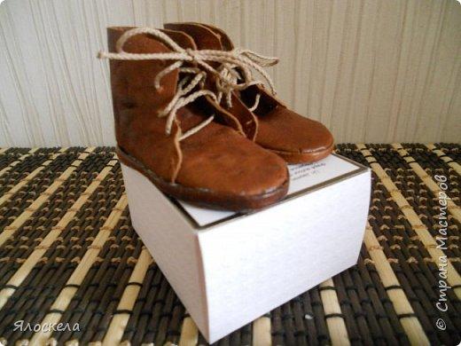 Размерный ряд представлен двумя парами кожаных ботинок фото 2