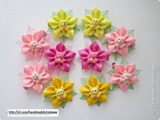 Дорогие девушки! Поздравляю вас с международным женским днем - 8 Марта! Желаю вам крепкого здоровья, счастья, благополучия, любви и всего самого наилучшего! Сегодня я хочу поделиться с вами мастер-классом простых цветов, которые быстро делаются, бюджетны, но в то же время красиво смотрятся. Это были мои любимые цветы, когда я только начала заниматься канзаши и остаются одними из любимых до сих пор. фото 9