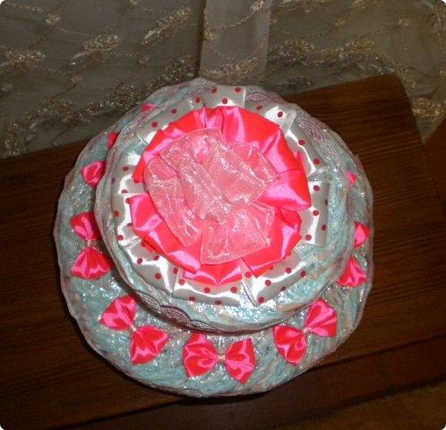 намечались в нашей родне крестины у маленькой Маргаритки. и решилась я на изготовление тортика. жаль только попасть не удалось приболела, подпростыла, побоялась заразить малышку и не поехала. но подарочек передала фото 2