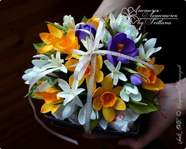 Доброго времени! Поздравляю прекрасную половину Страны Мастеров с весенним праздником 8 Марта!!! Солнечного настроения, теплоты окружающих и радости в Ваши дома и семьи! Любите и будьте любимыми, пусть Ваши мужчины оберегают и ценят Вас! А я в этот праздничный день поделюсь с Вами своей весенней работой - цветочной коробочкой))   Сделала ее в подарок маме на 8 марта. фото 1