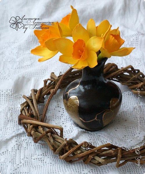 Доброго времени! Поздравляю прекрасную половину Страны Мастеров с весенним праздником 8 Марта!!! Солнечного настроения, теплоты окружающих и радости в Ваши дома и семьи! Любите и будьте любимыми, пусть Ваши мужчины оберегают и ценят Вас! А я в этот праздничный день поделюсь с Вами своей весенней работой - цветочной коробочкой))   Сделала ее в подарок маме на 8 марта. фото 5