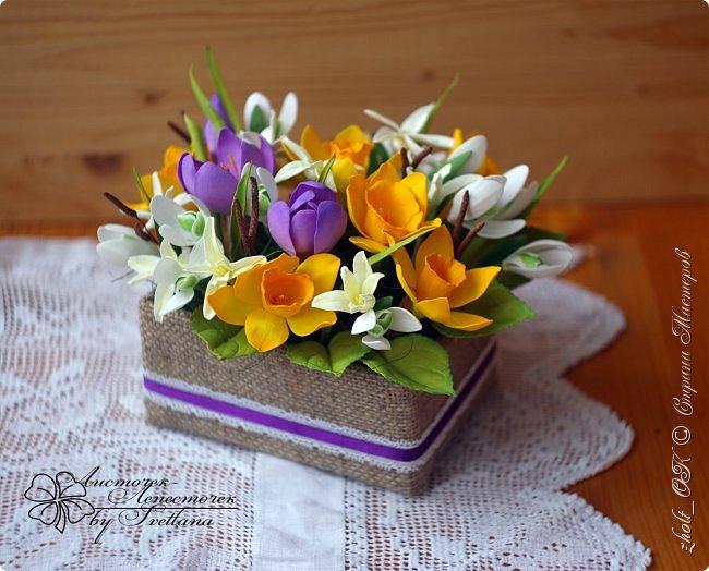 Доброго времени! Поздравляю прекрасную половину Страны Мастеров с весенним праздником 8 Марта!!! Солнечного настроения, теплоты окружающих и радости в Ваши дома и семьи! Любите и будьте любимыми, пусть Ваши мужчины оберегают и ценят Вас! А я в этот праздничный день поделюсь с Вами своей весенней работой - цветочной коробочкой))   Сделала ее в подарок маме на 8 марта. фото 8