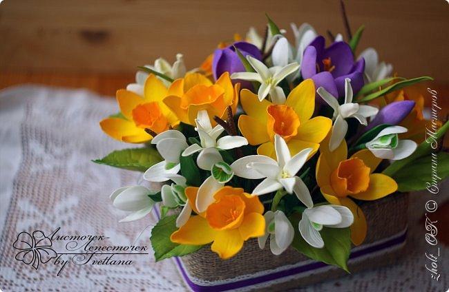 Доброго времени! Поздравляю прекрасную половину Страны Мастеров с весенним праздником 8 Марта!!! Солнечного настроения, теплоты окружающих и радости в Ваши дома и семьи! Любите и будьте любимыми, пусть Ваши мужчины оберегают и ценят Вас! А я в этот праздничный день поделюсь с Вами своей весенней работой - цветочной коробочкой))   Сделала ее в подарок маме на 8 марта. фото 9