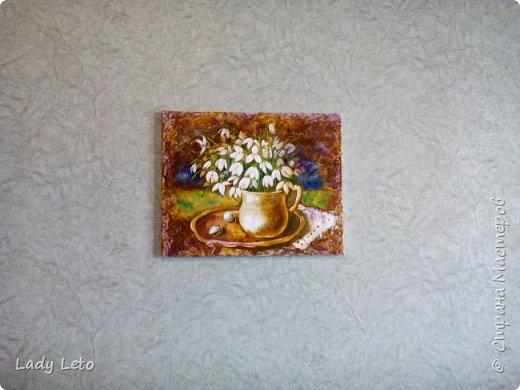 Подснежники по мотивам работы Елены Ильичевой. Холст 40х50, масло. К сожалению, камера сильно искажает цвета, на самом деле фон гораздо спокойнее, менее яркий и контрастный. Надеюсь, это не помешает вам улыбнуться! фото 2