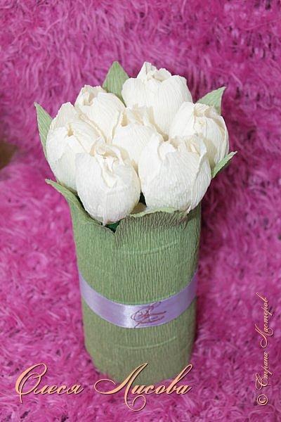 Всех рада видеть в этот весенний день!  Дорогие девочки!  Всех ВАС, от чистого сердца хочу поздравить с одним, из самых прекрасных праздников - 8 МАРТА!  Пусть цветы всегда цветут в Вашей душе, птицы поют и щебечут слова о любви, настроение будет долгим и праздничным, любимые будут рядом и всегда будет крепкое здоровье!!!!  фото 1