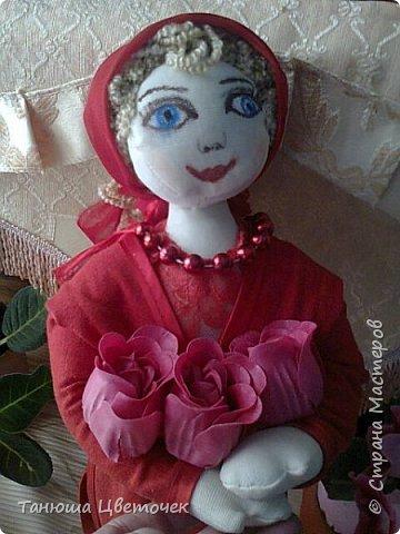 Поздравляю Всех женщин с 8 марта! Вот такой  подарок я сшила внучке на подарок.  Зовут её Роза, и она родилась на 8 марта . Милая Розочка, тебя милее нет, Ты обаятельна, мила, красива, не секрет, Не зря цветочное имя выбрали тебе, Пусть будет всё отлично в твоей судьбе. Пусть каждый день радует тебя, Пускай удачной будет судьба твоя, Как роза алая всегда цвети, Пусть будет всё отлично на твоём пути. © http://www.pozdravik.ru/imena/roza  фото 2