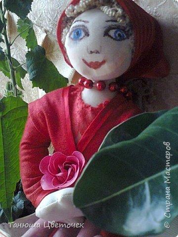 Поздравляю Всех женщин с 8 марта! Вот такой  подарок я сшила внучке на подарок.  Зовут её Роза, и она родилась на 8 марта . Милая Розочка, тебя милее нет, Ты обаятельна, мила, красива, не секрет, Не зря цветочное имя выбрали тебе, Пусть будет всё отлично в твоей судьбе. Пусть каждый день радует тебя, Пускай удачной будет судьба твоя, Как роза алая всегда цвети, Пусть будет всё отлично на твоём пути. © http://www.pozdravik.ru/imena/roza  фото 4