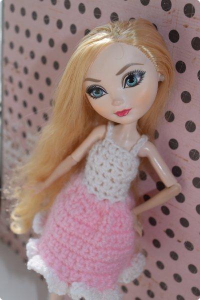"""Всем  привет с вами Пупсик 999 ! И я открываю серию мастер классов по вязанию """"Вязать легко и просто """".Сегодня мы свяжем это нежное и простое платье для куклы Эвер Афтер Хай .Ищешь подарок для своей куклы на 8 марта или хотешь просто обрадовать ? Тогда тебе суда !   фото 30"""
