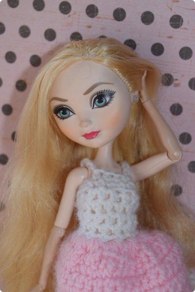 """Всем  привет с вами Пупсик 999 ! И я открываю серию мастер классов по вязанию """"Вязать легко и просто """".Сегодня мы свяжем это нежное и простое платье для куклы Эвер Афтер Хай .Ищешь подарок для своей куклы на 8 марта или хотешь просто обрадовать ? Тогда тебе суда !   фото 34"""