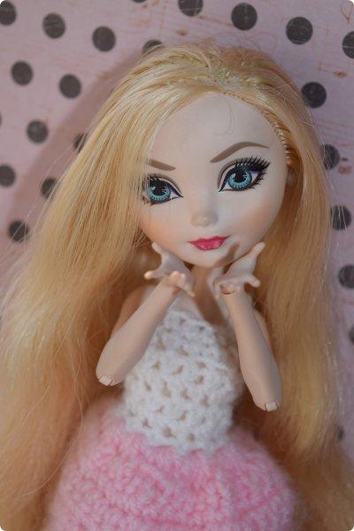 """Всем  привет с вами Пупсик 999 ! И я открываю серию мастер классов по вязанию """"Вязать легко и просто """".Сегодня мы свяжем это нежное и простое платье для куклы Эвер Афтер Хай .Ищешь подарок для своей куклы на 8 марта или хотешь просто обрадовать ? Тогда тебе суда !   фото 36"""
