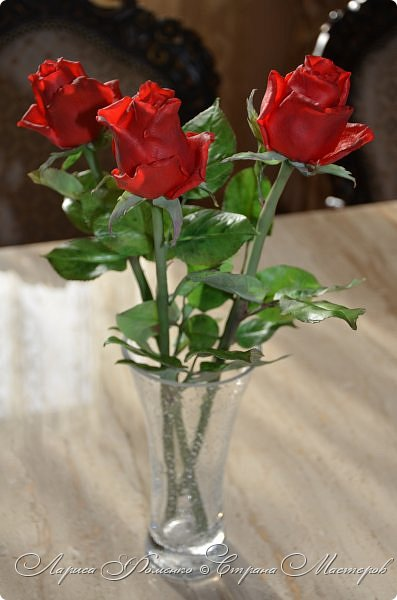 Благодаря Инне Голубевой, которая открыла , что с помощью пищевого красителя, можно добиться такого цвета, и с большой благодарностью, к одному хорошему человеку, который мне его подарил, родились эти розы!!! Спасибо девочки!!! Сразу отмечу, краситель использовался порошковый пищевой, который хранился еще с 90-х годов. фото 6
