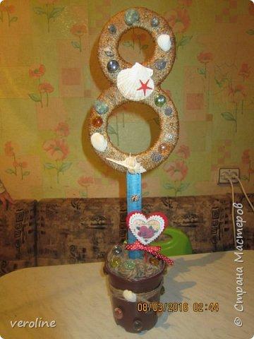 Здравствуйте! Всех женщин, девушек, девочек, хочу поздравить с нашим прекрасным весенним праздником! Чтоб все были здоровы, дома царил уют, любовь и гармония! Всем успехов в творческих делах!!!)))))  Идею увидела летом у Мокси Оксаны http://stranamasterov.ru/node/733385 Основа восьмерок - картон, 2 склееные цифры в каждом топике, держатся на деревянных линейках. Высота каждого 57 см. фото 11