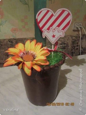 Здравствуйте! Всех женщин, девушек, девочек, хочу поздравить с нашим прекрасным весенним праздником! Чтоб все были здоровы, дома царил уют, любовь и гармония! Всем успехов в творческих делах!!!)))))  Идею увидела летом у Мокси Оксаны http://stranamasterov.ru/node/733385 Основа восьмерок - картон, 2 склееные цифры в каждом топике, держатся на деревянных линейках. Высота каждого 57 см. фото 6