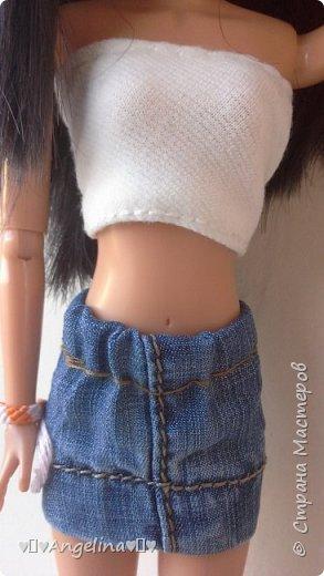 Я пошила белый топ и джинсовую юбку для своих кукол Лив.  Мне помогала мама.  фото 2