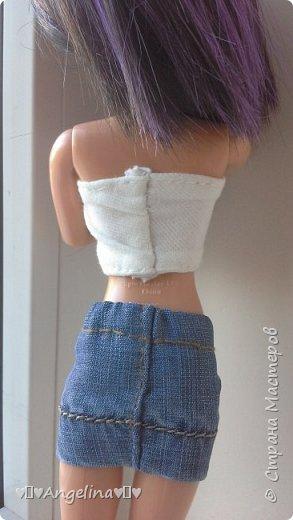 Я пошила белый топ и джинсовую юбку для своих кукол Лив.  Мне помогала мама.  фото 3