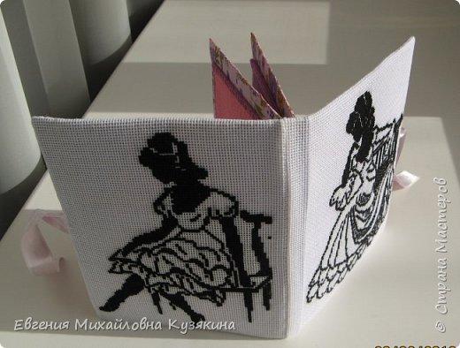 Это моя вторая игольница-книжка. Попросила её сделать себе в подарок  знакомая, увидев мою первую. МК первой можно посмотреть, пройдя по ссылке: http://www.passionforum.ru/posts/31946-igolnica-knizhka.html фото 8