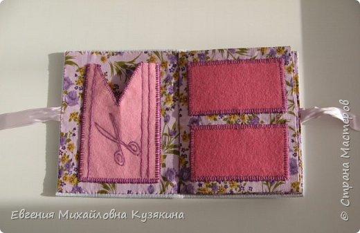 Это моя вторая игольница-книжка. Попросила её сделать себе в подарок  знакомая, увидев мою первую. МК первой можно посмотреть, пройдя по ссылке: http://www.passionforum.ru/posts/31946-igolnica-knizhka.html фото 5