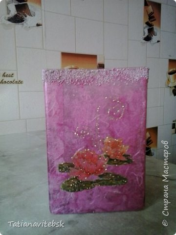 Купила рисовую бумагу, и к празднику придумались такие вазочки к весенним цветочкам. фото 6