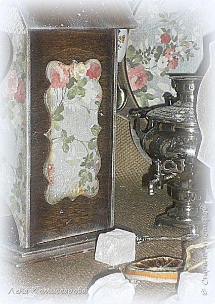 """Набор для кухни """"Сладкий чай"""". В набор входит: поднос, чайный домик, панно-вешалка. Работа выполнена в стиле прованс с эффектом состаривания. Деликатные набрызги придают работе дух прошлого времени и уют сегодняшних дней. В качестве декора использованы металлические ручки с фарфоровыми вставками и росписью, а также хлопковая тесьма.  Использована морилка на водной основе (цвет-палисандр), акриловый лак. В качестве финишной обработки- натуральный воск.  фото 4"""
