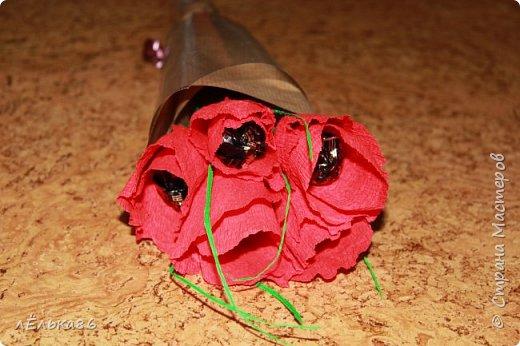 Не сразу поняла, что надо брать гофрированную бумагу итальянского производства....  Но все-таки раскусила)  Данный букетик выполнен из 9 конфеток Марсианка фото 3