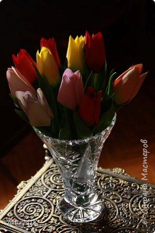 Милые, добрые, очаровательные, женственные и талантливые !!!! Этот букет тюльпанов я дарю всем Вам, жительницы Страны !!!! С праздником !!!  Тюльпаны выполнены из фоамирана. фото 2