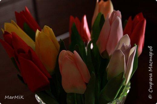 Милые, добрые, очаровательные, женственные и талантливые !!!! Этот букет тюльпанов я дарю всем Вам, жительницы Страны !!!! С праздником !!!  Тюльпаны выполнены из фоамирана. фото 4