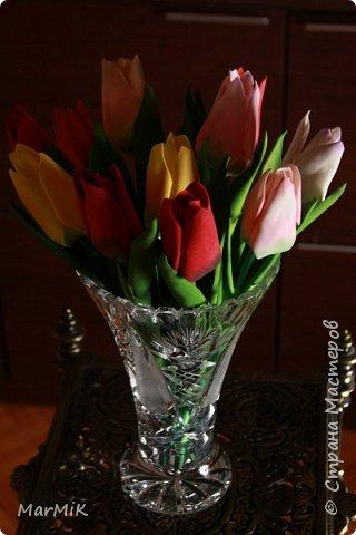 Милые, добрые, очаровательные, женственные и талантливые !!!! Этот букет тюльпанов я дарю всем Вам, жительницы Страны !!!! С праздником !!!  Тюльпаны выполнены из фоамирана. фото 5