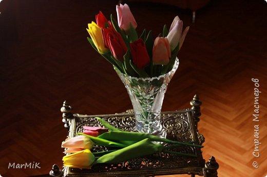 Милые, добрые, очаровательные, женственные и талантливые !!!! Этот букет тюльпанов я дарю всем Вам, жительницы Страны !!!! С праздником !!!  Тюльпаны выполнены из фоамирана. фото 9
