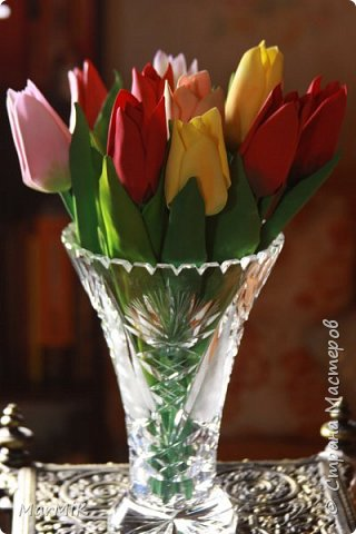 Милые, добрые, очаровательные, женственные и талантливые !!!! Этот букет тюльпанов я дарю всем Вам, жительницы Страны !!!! С праздником !!!  Тюльпаны выполнены из фоамирана. фото 1