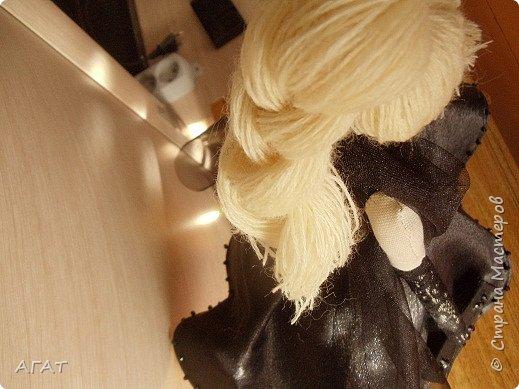 Добрый вечер!!! С весенним днем, с праздником 8 марта, поздравляю всех мастериц ! Желаю крепкого здоровья, творческих идей и успехов!!!  Представляю  свою новою работу - куклу Тильдочку.  На этот раз она у меня - блондинка в черном платье. фото 6