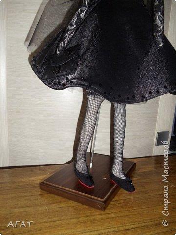 Добрый вечер!!! С весенним днем, с праздником 8 марта, поздравляю всех мастериц ! Желаю крепкого здоровья, творческих идей и успехов!!!  Представляю  свою новою работу - куклу Тильдочку.  На этот раз она у меня - блондинка в черном платье. фото 3