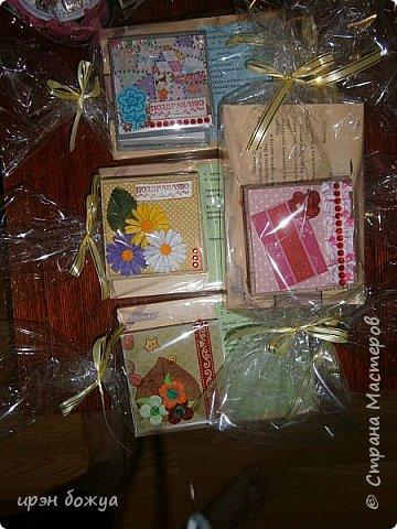 Это заказ мужа для сотрудниц на работе. Для него я сделала блоки для записей в индивидуальной упаковке.Ну и конечно коробка конфет каждой. фото 15