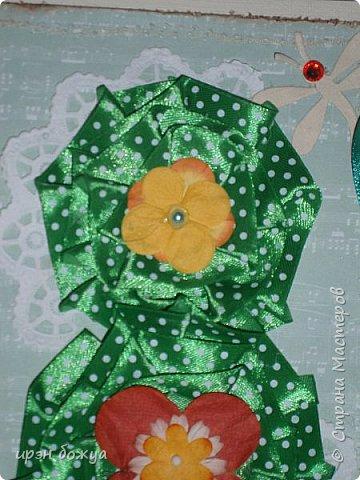 Это открытка родилась спонтанно и сделана была на одном дыхании. В основе восьмерки были использованы две заготовки поздравительных розеток, которые я делала как образец для сестры на день медика. Эти заготовки ей не понравились и я сделала ей другие- разноцветные http://stranamasterov.ru/node/934580 . А эти остались в закромах хомяка. Пока делала подарки для сына и мужа на 8 марта, они попались мне на глаза, причем сами легли в цифру 8. И тут хомяка понесло.... фото 3